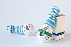 Snögubbe - handgjord julsouvenir Arkivbild