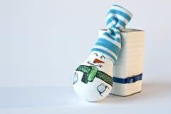 Snögubbe - handgjord julsouvenir Royaltyfria Foton