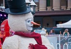 Snögubbe i den Brisbane staden Hall Australia i blixt upp Christma Fotografering för Bildbyråer