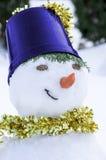 Snögubbe med en guld- halsduk Fotografering för Bildbyråer