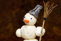 Snögubbe med kvasten i hand Royaltyfria Bilder