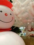 Snögubbe med vita julgrangarneringar Fotografering för Bildbyråer