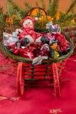 Snögubbe och en godispulka fotografering för bildbyråer