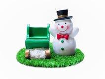 Snögubbe på gräs Royaltyfria Bilder