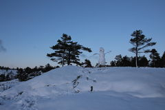 Snögubbe på kullen Arkivbilder