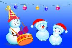 Snögubbear som har gyckel, dansa som spelar, på blå bakgrund, vektorn royaltyfri illustrationer