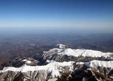snöig överkanter för berg arkivbild