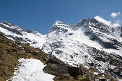 Snöig alpina berg Royaltyfri Bild