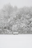 Snöig bänk Royaltyfria Foton