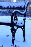 Snöig bänk Royaltyfri Fotografi