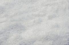 Snöig bakgrund efter nytt tungt snöfall utomhus i vinter arkivbilder