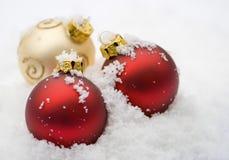 snöig baubles Royaltyfri Fotografi
