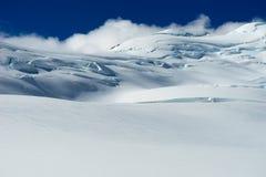 snöig berg Arkivbilder
