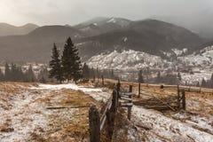 Snöig berg för storm Royaltyfri Foto