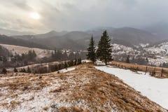 Snöig berg för storm Royaltyfri Bild