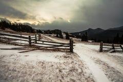 Snöig berg för storm Arkivbilder