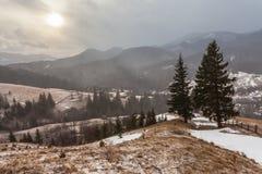 Snöig berg för storm Fotografering för Bildbyråer