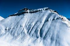 Snöig berg för vinter ryss för ossetia för berg för alaniacaucasus federation nordlig Royaltyfri Bild