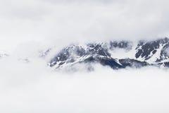Snöig berg i fjällängarna Fotografering för Bildbyråer