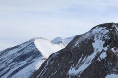 Snöig berg i Kaprun royaltyfri bild