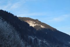 Snöig berg i Kaprun Arkivbild