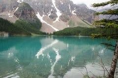 Snöig berg sjömorän Alberta Canada Arkivbilder