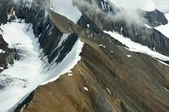 Snöig bergkanter i den Kluane nationalparken, Yukon Royaltyfri Bild