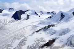 Snöig bergkanter och glaciärer i den Kluane nationalparken, Yukon Fotografering för Bildbyråer