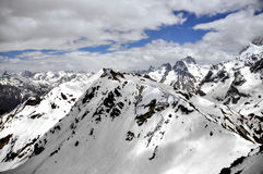 Snöig bergmaxima Arkivfoto