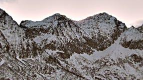 Snöig bergmorgonnärbild, italienska fjällängar Arkivbild