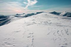 Snöig bergskedja i franska Alpes runt om Selonnet Arkivbilder