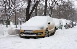 Snöig bilar Arkivfoto