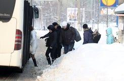 Snöig bussstation Fotografering för Bildbyråer