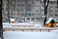 Snöig dag i staden Arkivbild