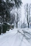 Snöig dag i staden Arkivbilder