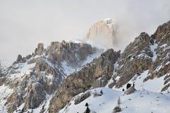 Snöig Dolomitesfjällängar, moln, vinter, Italien, Europa Fotografering för Bildbyråer