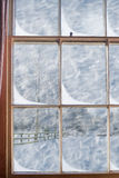 Snöig fönster royaltyfri bild
