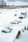 Snöig gata på vintertid Fotografering för Bildbyråer