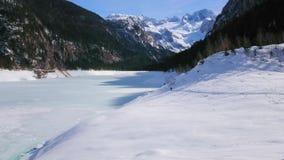 Snöig Gosausee sjö, Gosau, Österrike arkivfilmer