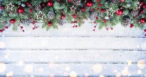 Snöig gran förgrena sig med julprydnaden Royaltyfri Fotografi
