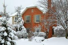 snöig hus Fotografering för Bildbyråer