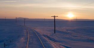 Snöig järnväg, solnedgång Fotografering för Bildbyråer