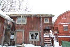 Snöig jul hus och ladugård Royaltyfri Bild