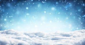 Snöig julbakgrund - snöfall arkivbilder