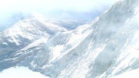 Snöig Jungfrau i misten lager videofilmer
