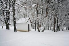 Snöig kapell Arkivfoton