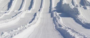 Snöig kullar royaltyfria bilder