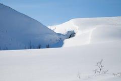 Snöig kullar arkivbilder