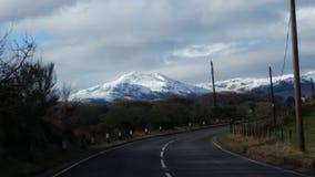 Snöig kullar Arkivbild