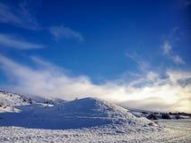 Snöig kulle Fotografering för Bildbyråer